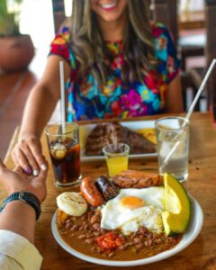 Bandeja paisa una rica comida colombiana