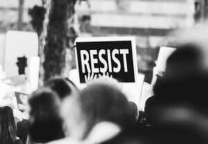 aguantar vara: Resistir