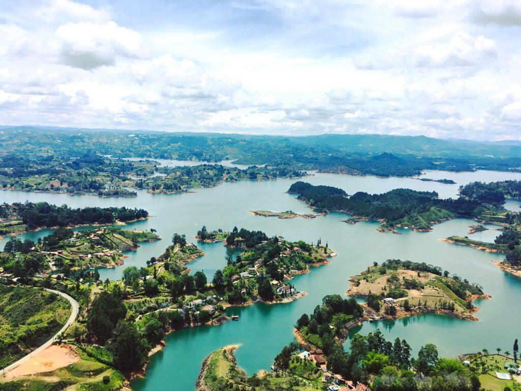 Viaja a Colombia a Guatapé