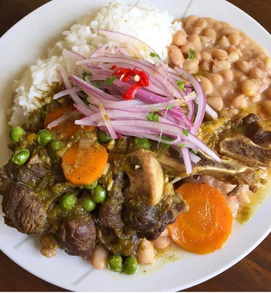 Seco de Carne con frijoles. Comida Peruana