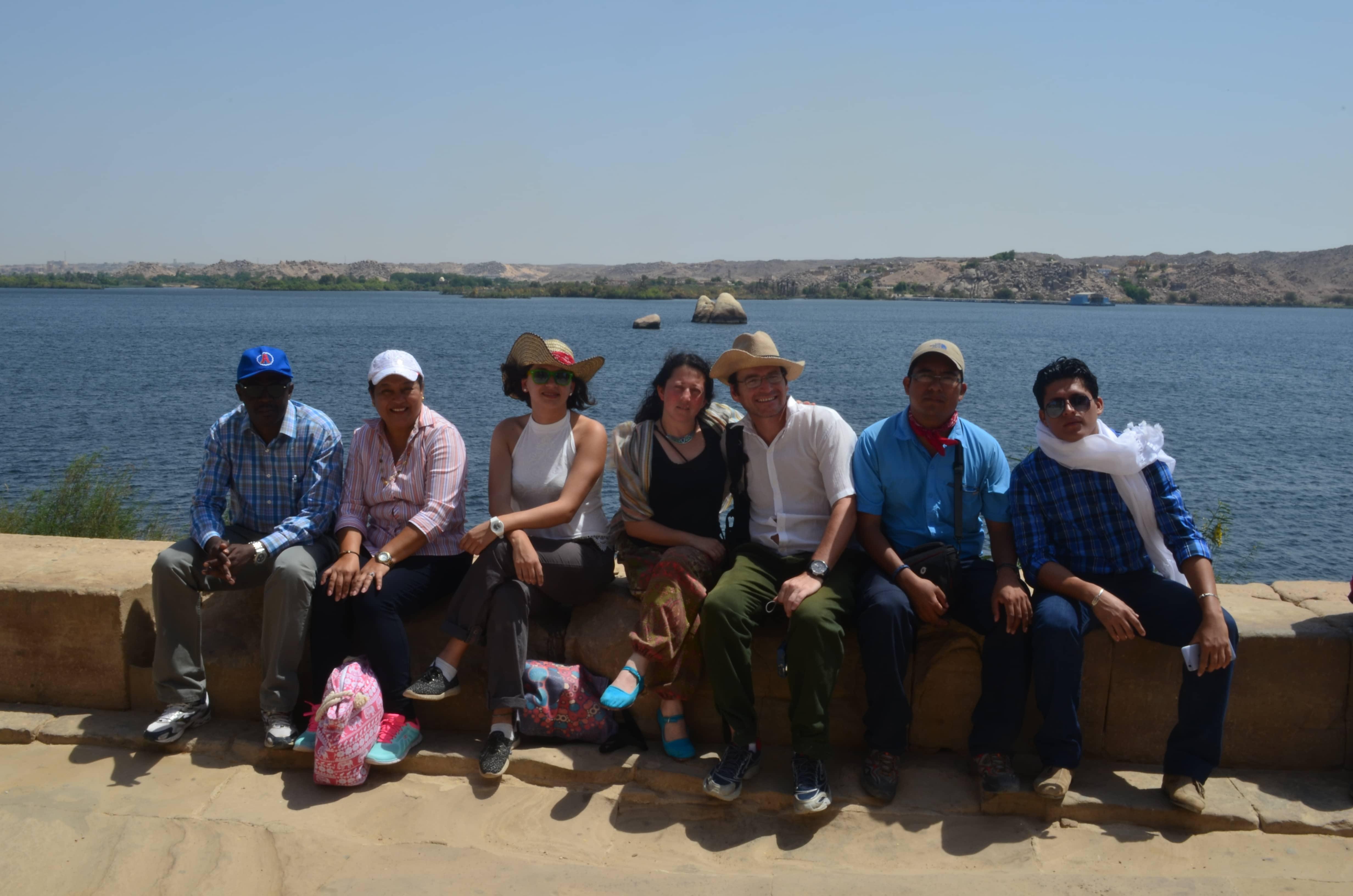Lago Nasser enfrente del templo Fiale en Egipto