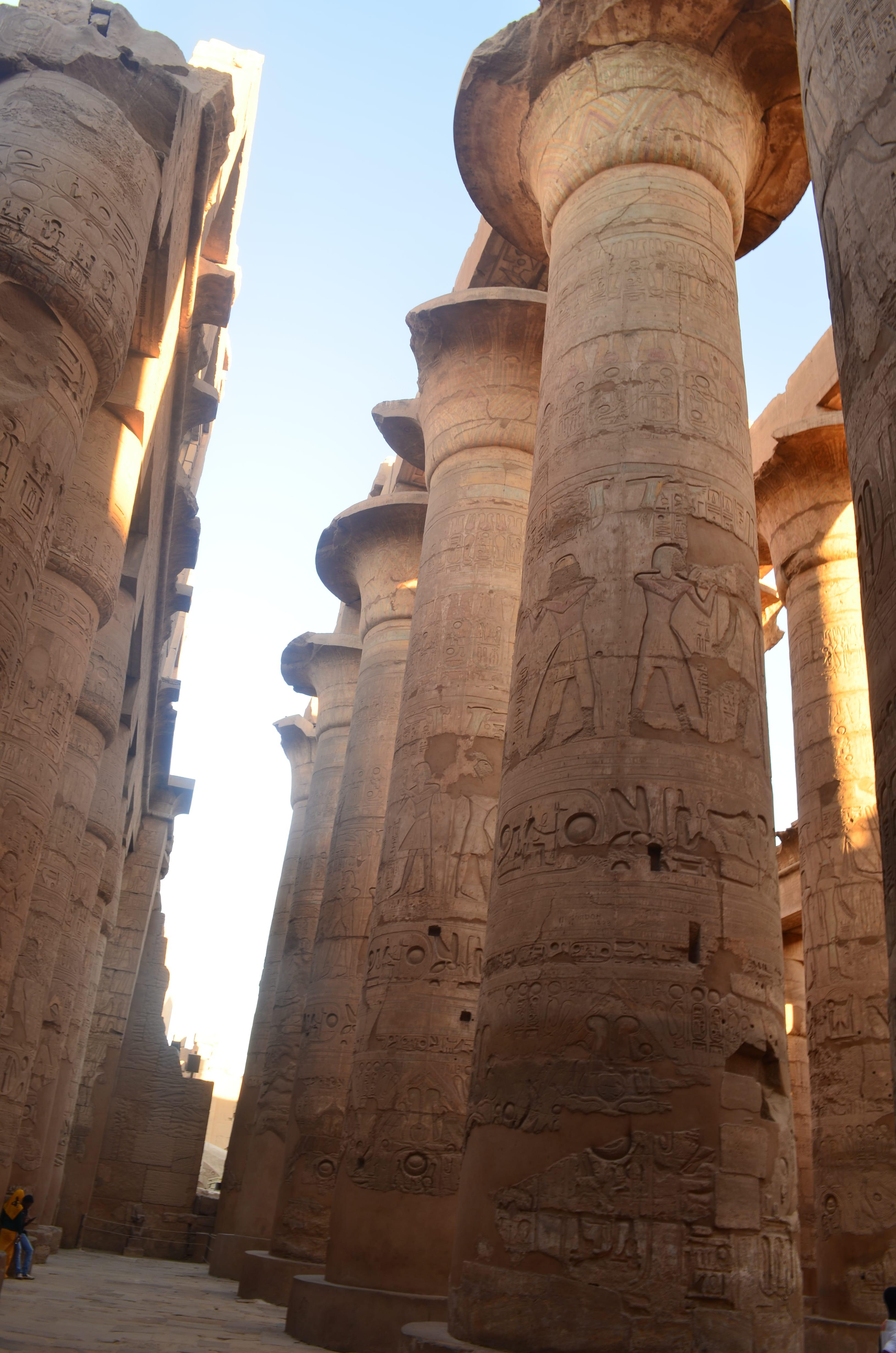 Columnas en el templo de Karnak en Egipto