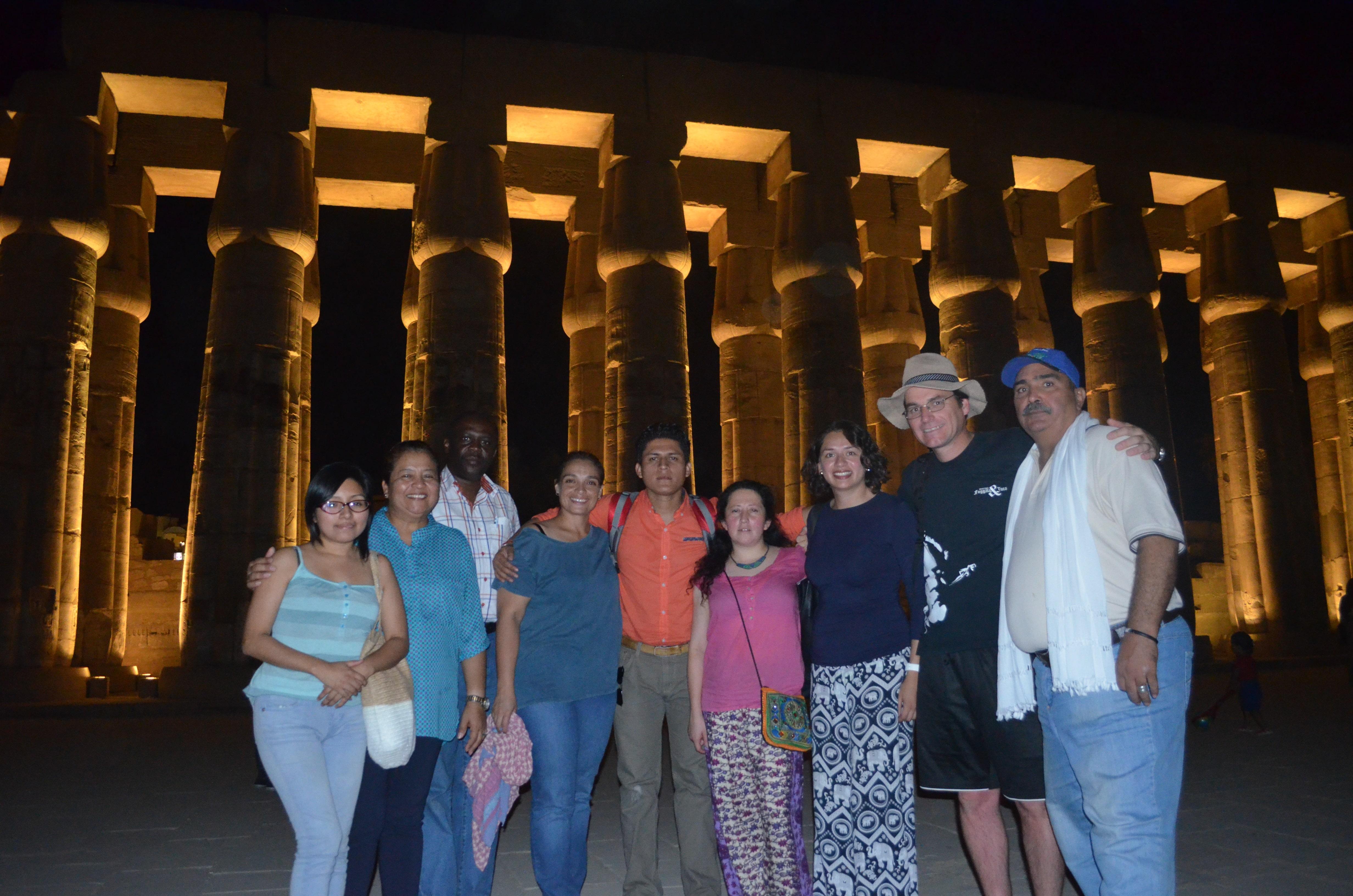 Latinos en los Templos de Luxor