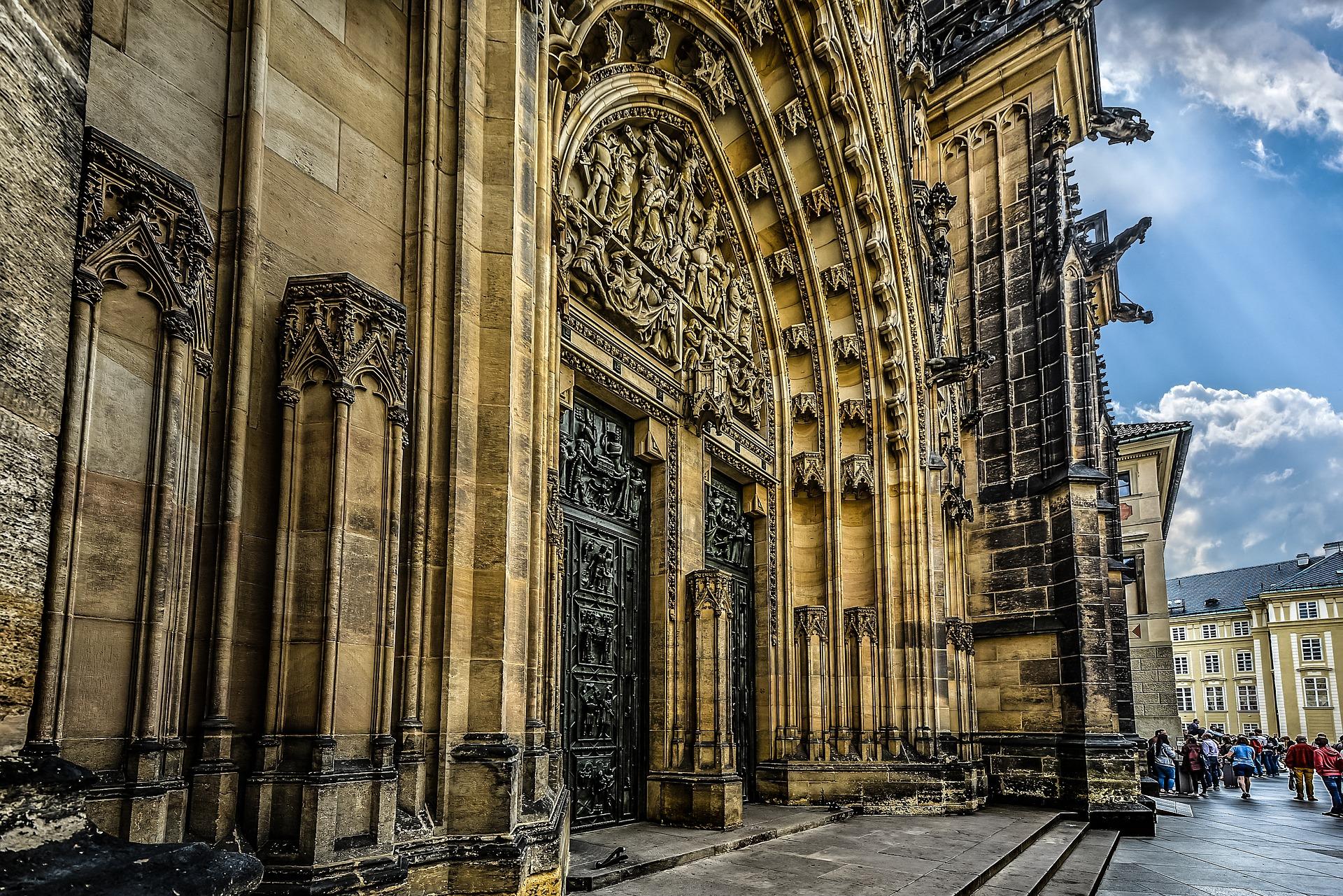 Puerta occidental de la Catedral de San Vito, Praga