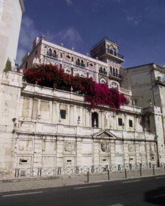 Vista del Chafariz del Rey en Alfama el corazón de Lisboa