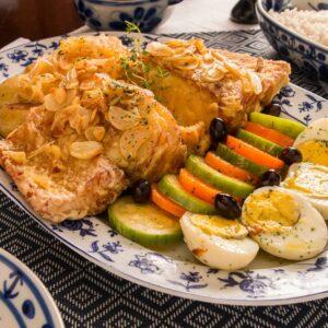 Gastronomía Portuguesa, plato de posta de Bacalao al horno con ajo frito