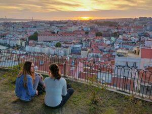 Imagen de atardecer desde el mirador más alto de Lisboa, Senhora do Monte