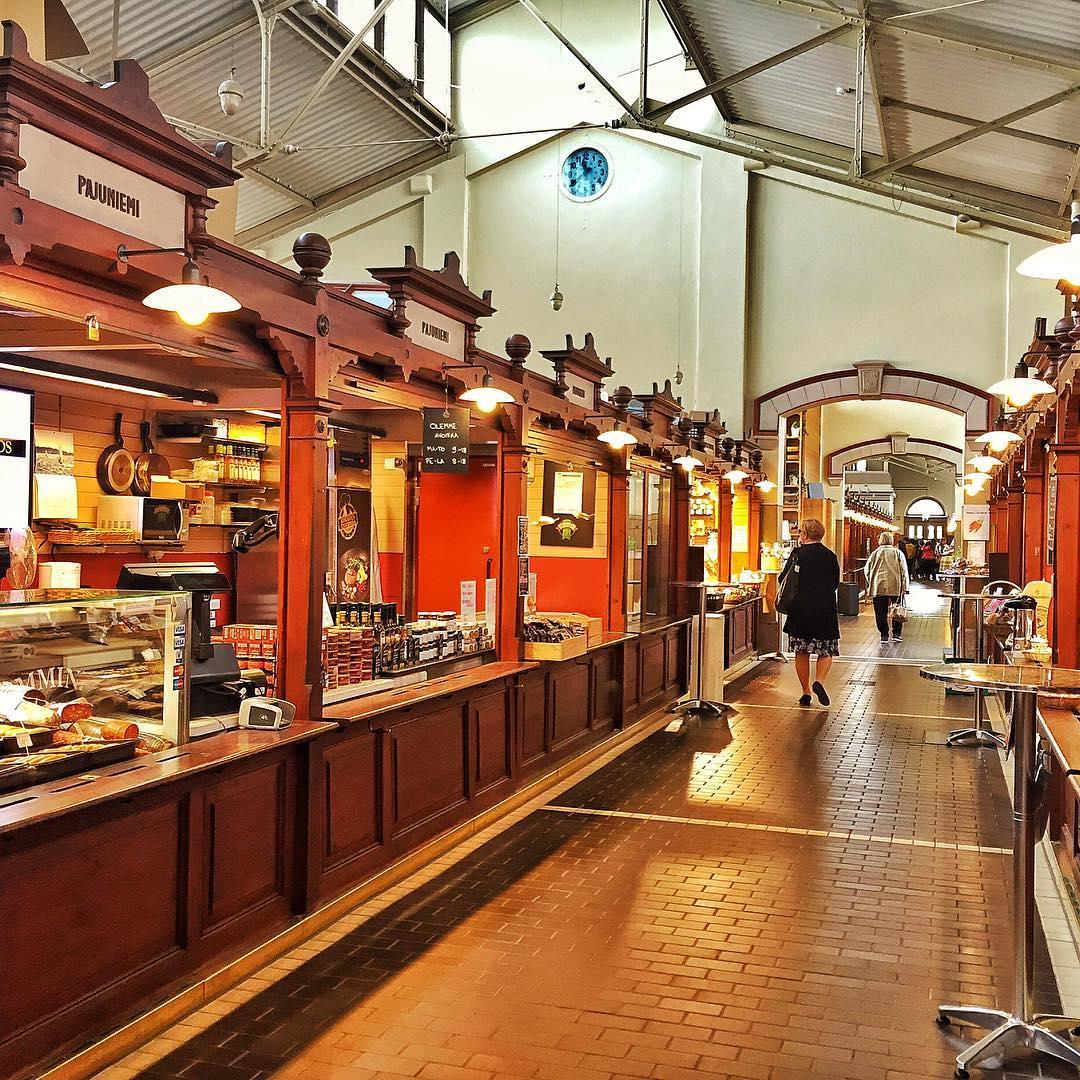 Mercado viejo cubierto en el centro de Helsinki