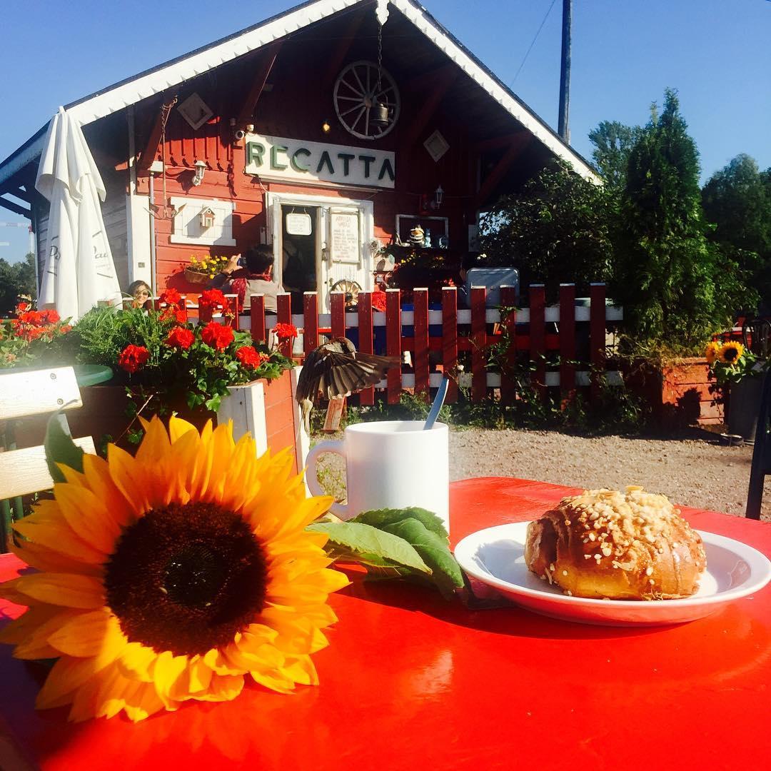 Merienda en el café Regatta en Helsinki
