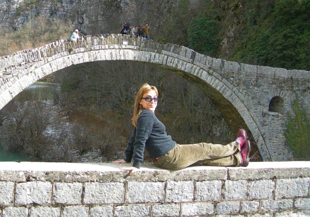 Esta parte de Grecia está llena de antiguos puentes, ríos de montaña y paisajes como este