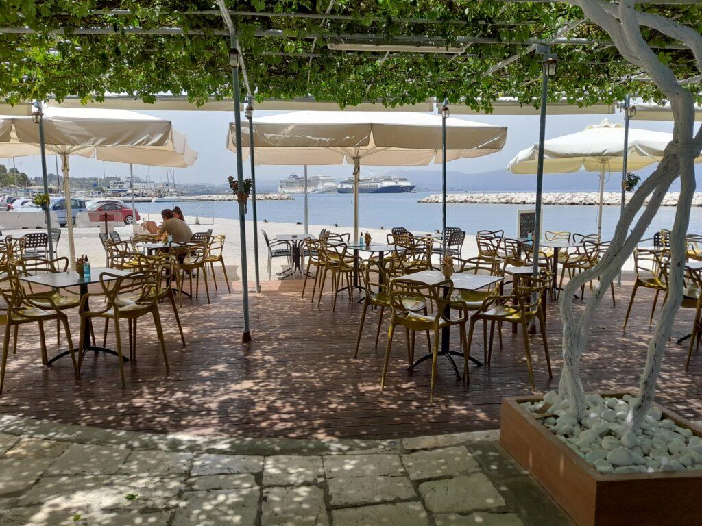 Comer en Corfu